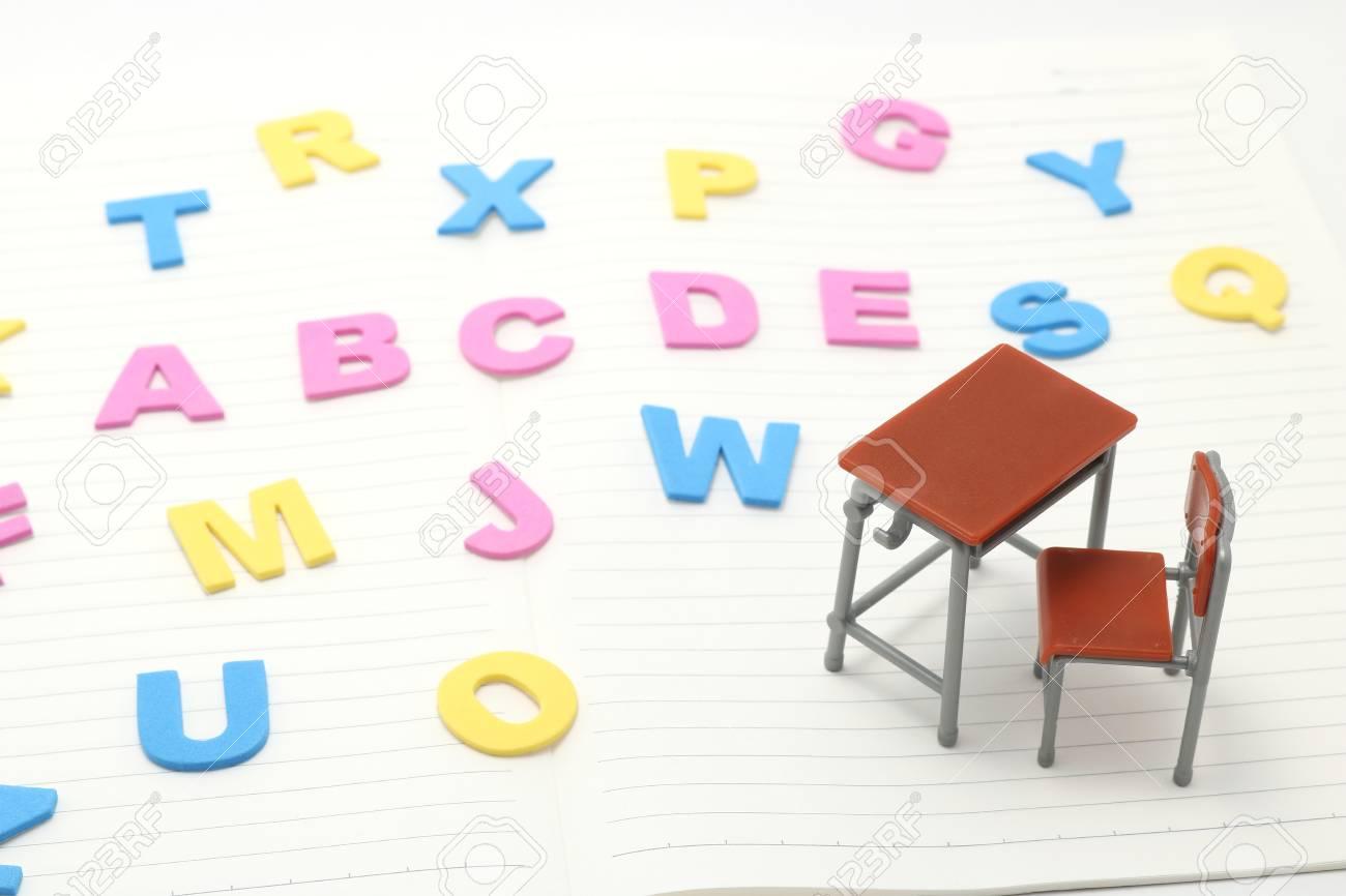 Lettres De L Alphabet Et Bureau D Etude Miniature Sur Fond Blanc Concept De L Education En Anglais