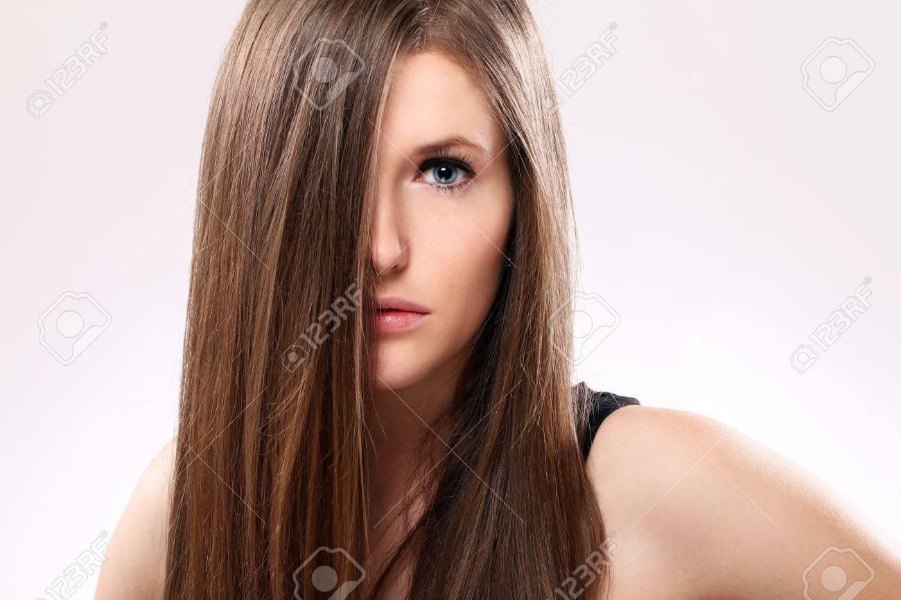 Junge Und Schöne Frau Mit Langen Haaren Lizenzfreie Fotos Bilder