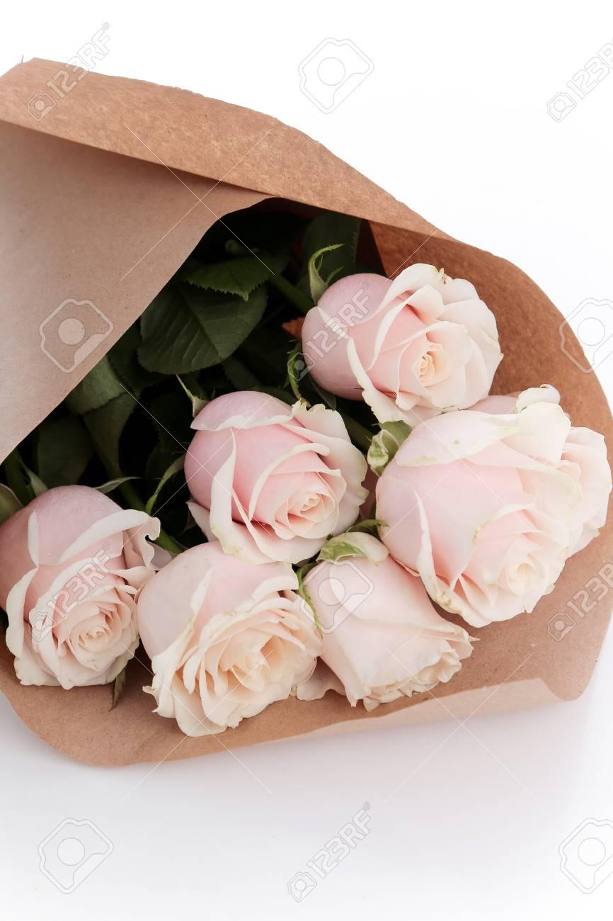 Flores Rosas Hermosas Y Suaves Sobre La Mesa Fotos Retratos