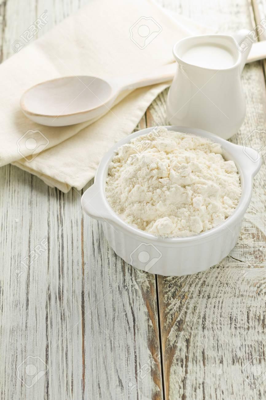 Flour, milk Stock Photo - 16517253