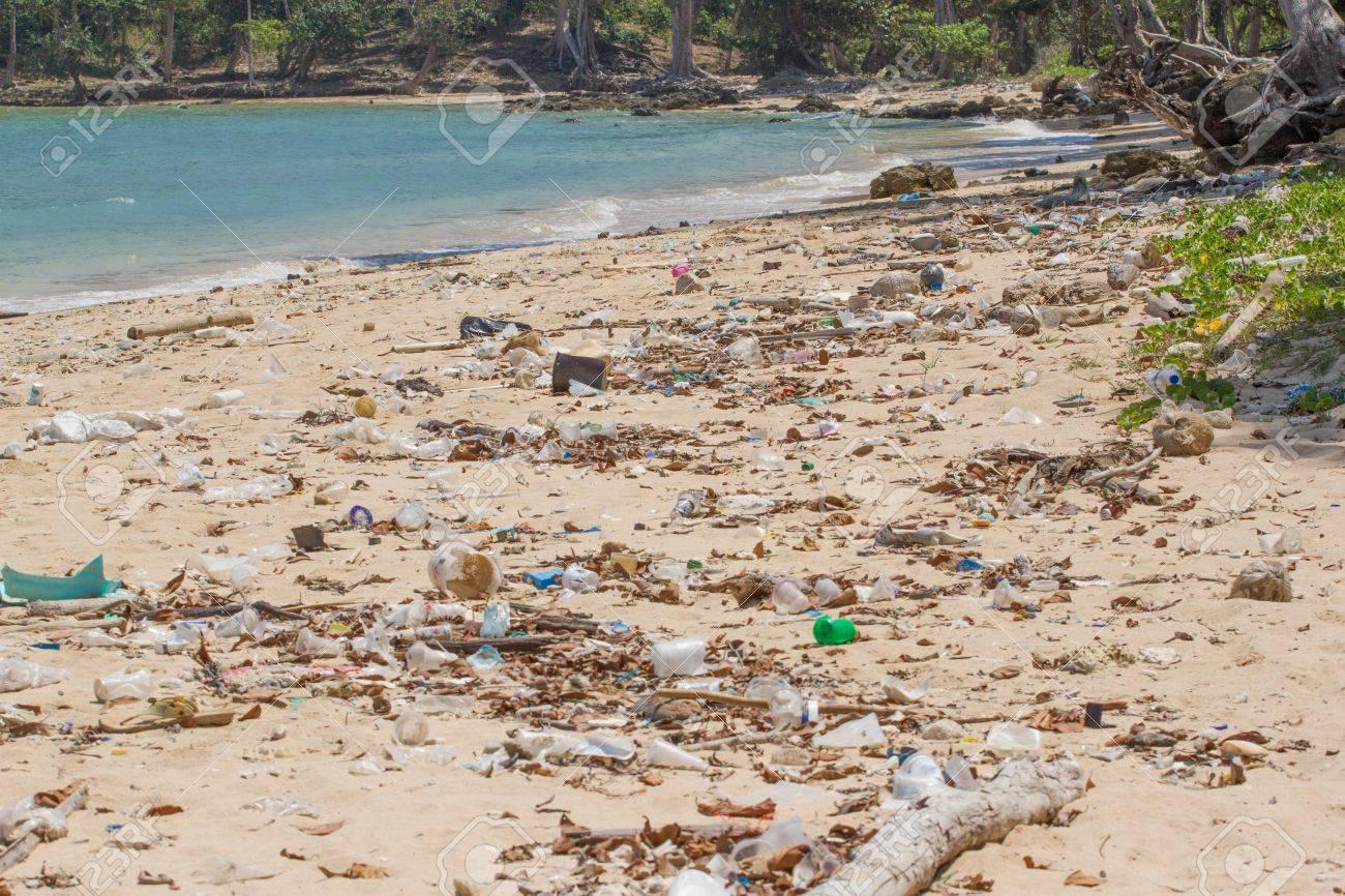 汚いビーチ小アンダマン島インド洋プラスチックだらけに。 の写真素材 ...