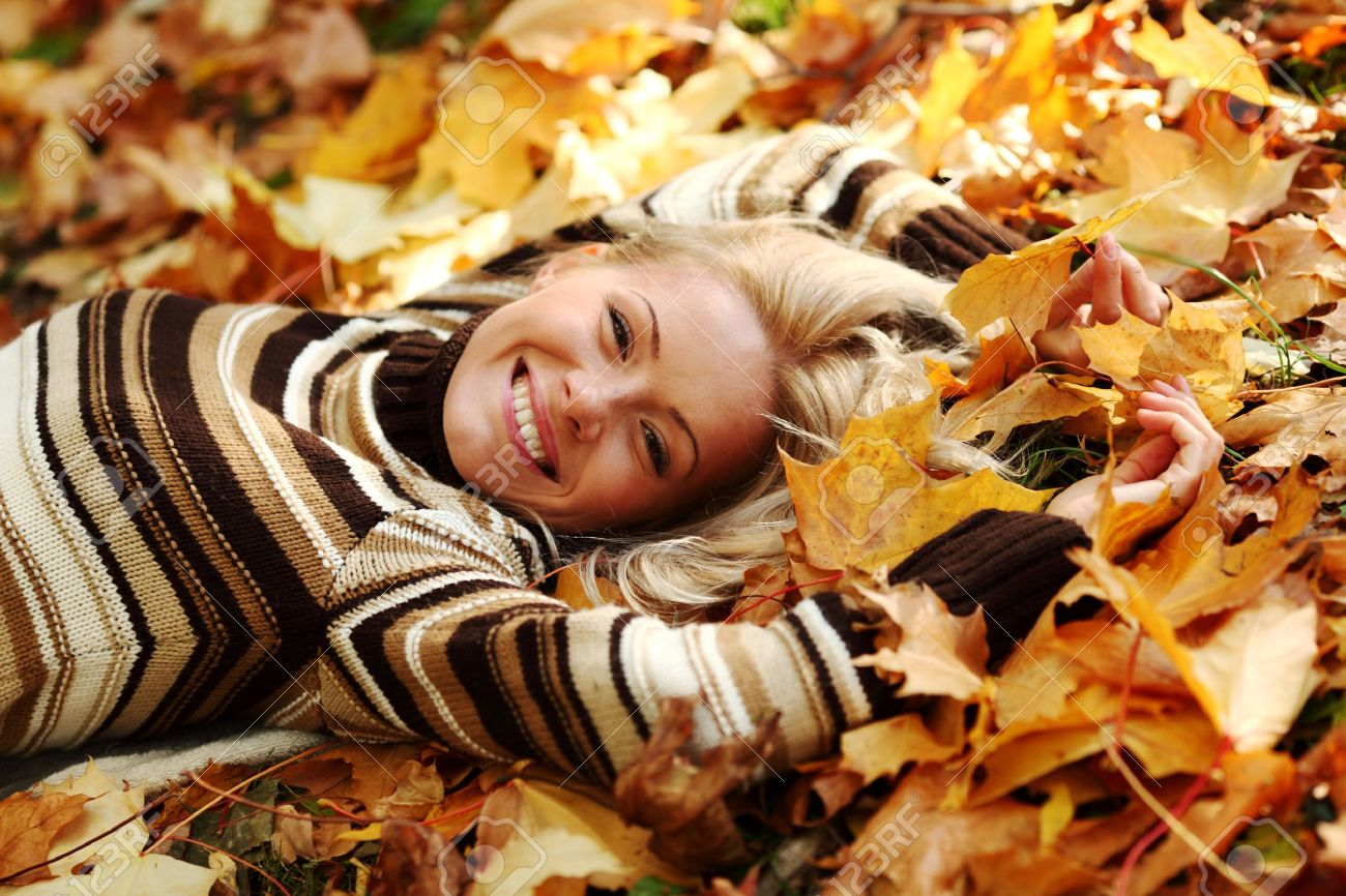 woman portret in autumn leaf close up Stock Photo - 9007202