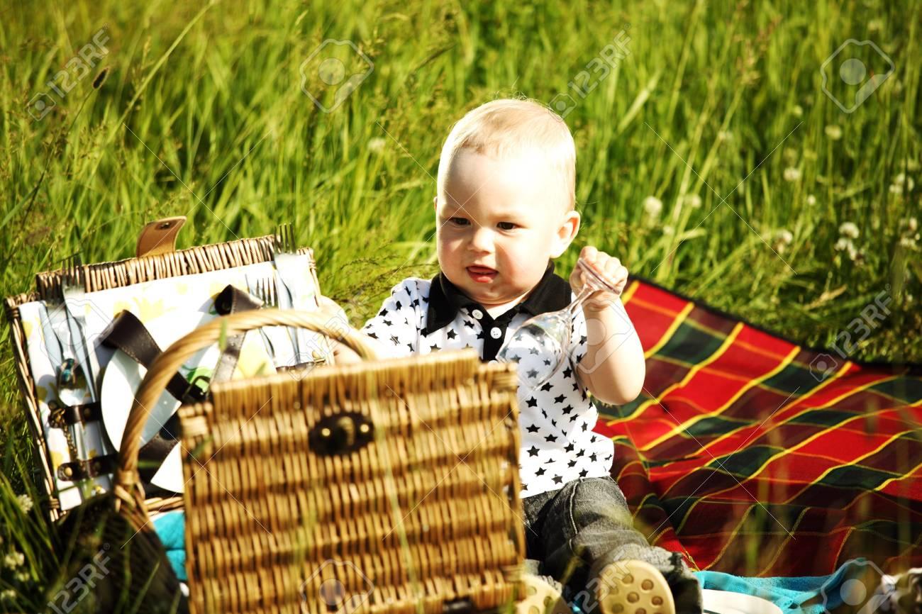 С мамочками на пикнике 23 фотография