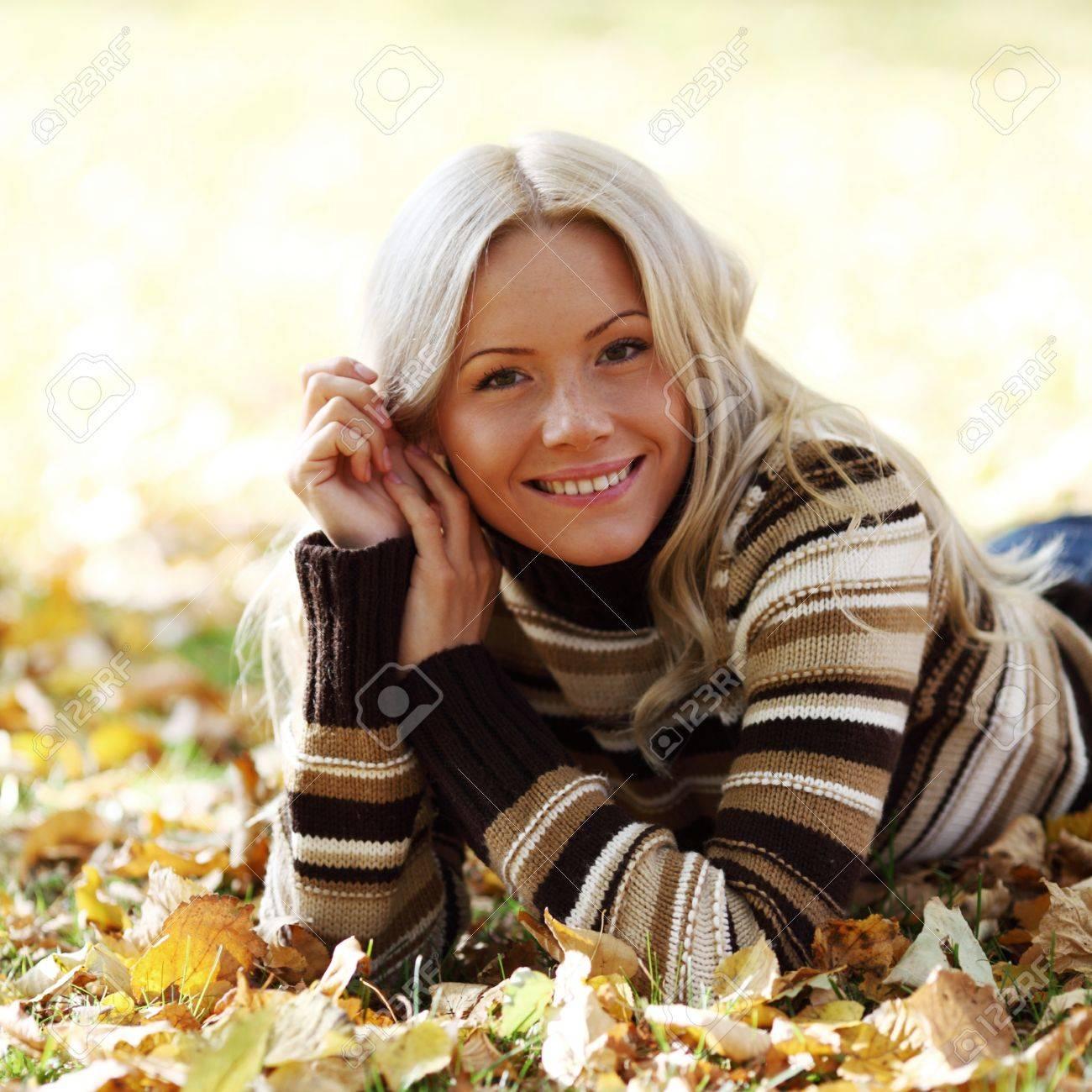 autumn woman portret in park Stock Photo - 10522847