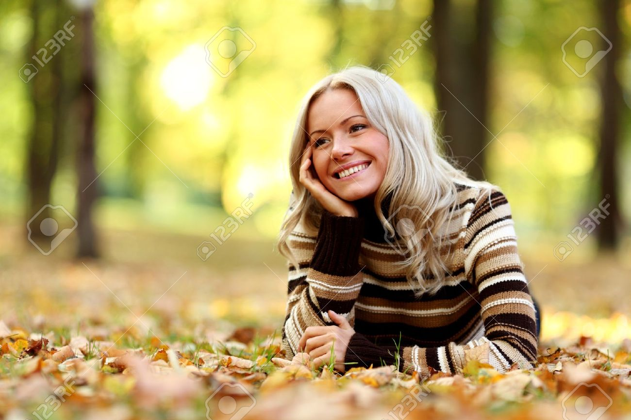 autumn woman portret in park Stock Photo - 10522842