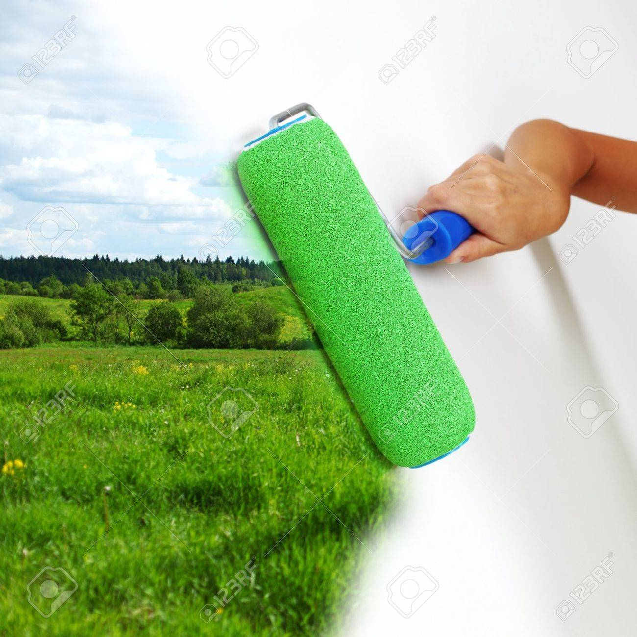 woman paints the wall brush Stock Photo - 10535572