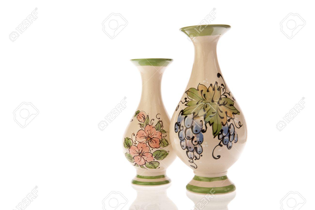cool foto de archivo un par de jarrones decorados con flores hojas y uvas aisladas en - Jarrones Decorados