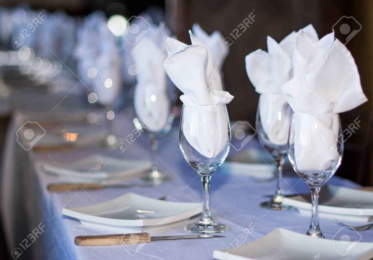 Set Table In A Fancy Restaurant Simple But Elegant Arrangement - Fancy restaurant table