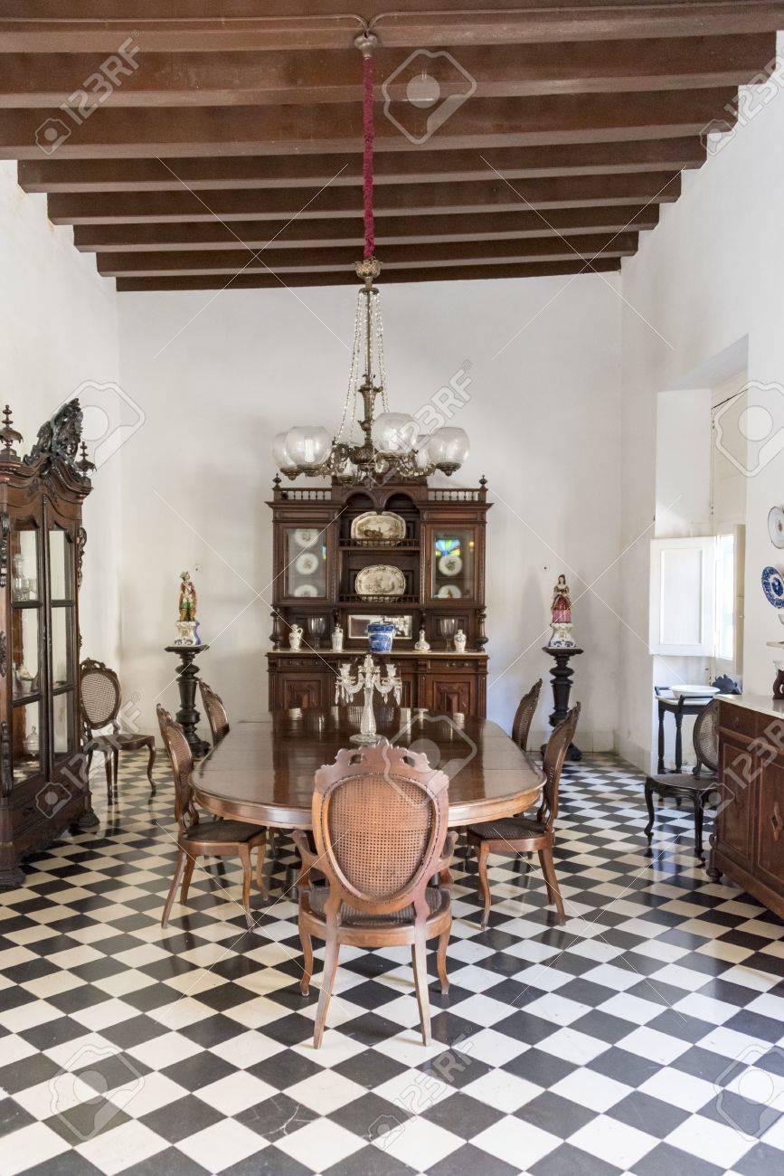 El Salón Comedor En El Museo De Arte Colonial, Sancti Spiritus, Cuba ...