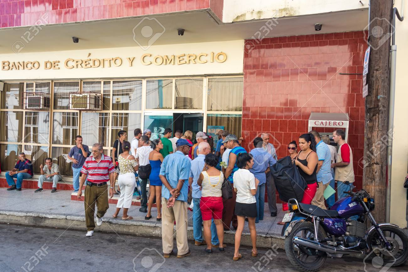 Cuba news: People linig in banks are common  Inefficient processes