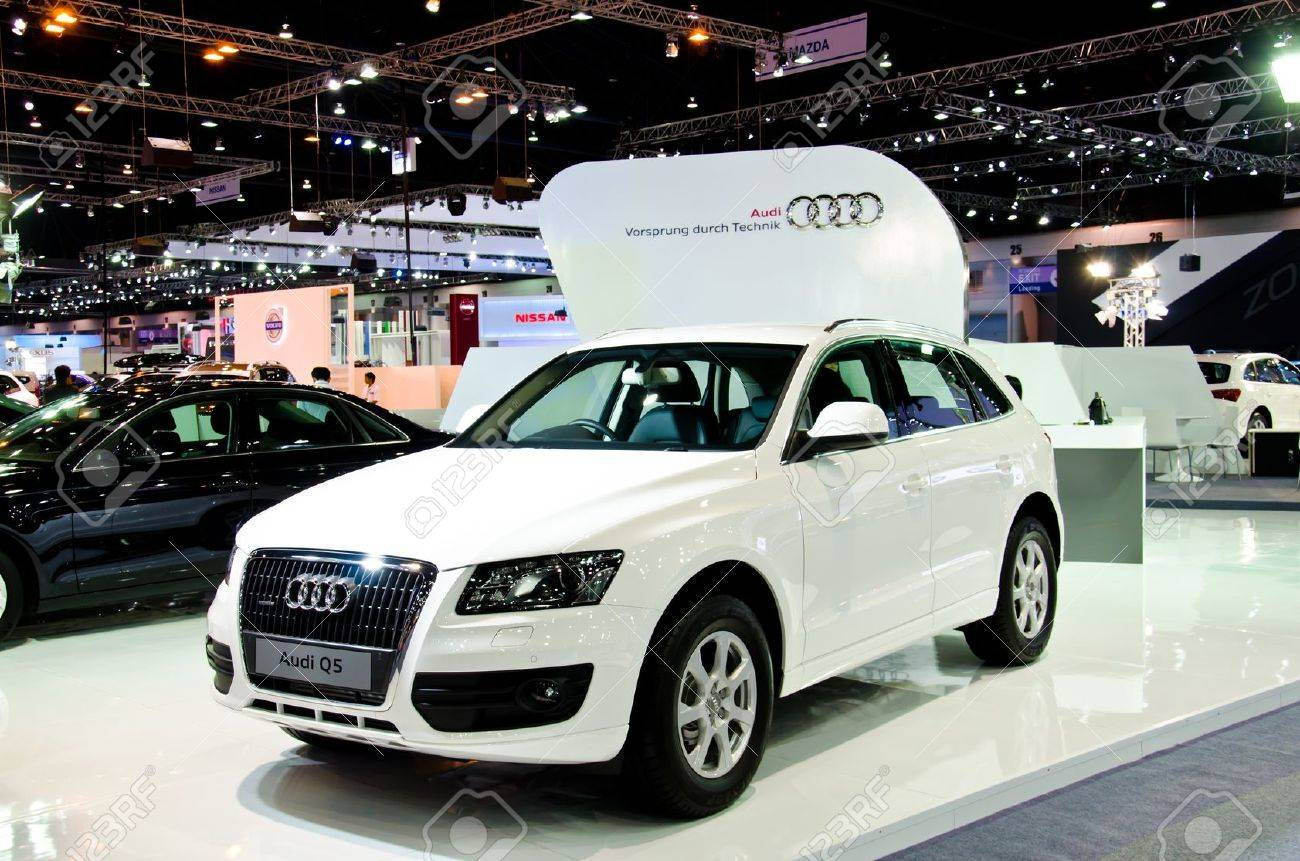 NONTHABURI - NOVEMBER 28: Audi Q5 car on display at The 29th Thailand International Motor Expo on November 28, 2012 in Nonthaburi, Thailand. - 16585745