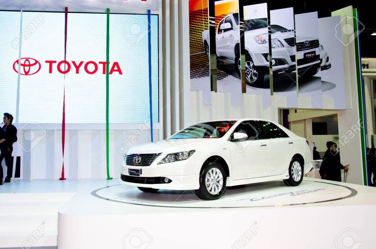 NONTHABURI - NOVEMBER 28: Toyota Camry Hybrid car on display at The 29th Thailand International Motor Expo  on November 28, 2012 in Nonthaburi, Thailand. Stock Photo - 16743862
