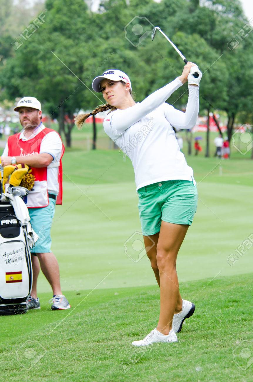 The Prettiest Faces Inside The Women's Golf Course | TMBW