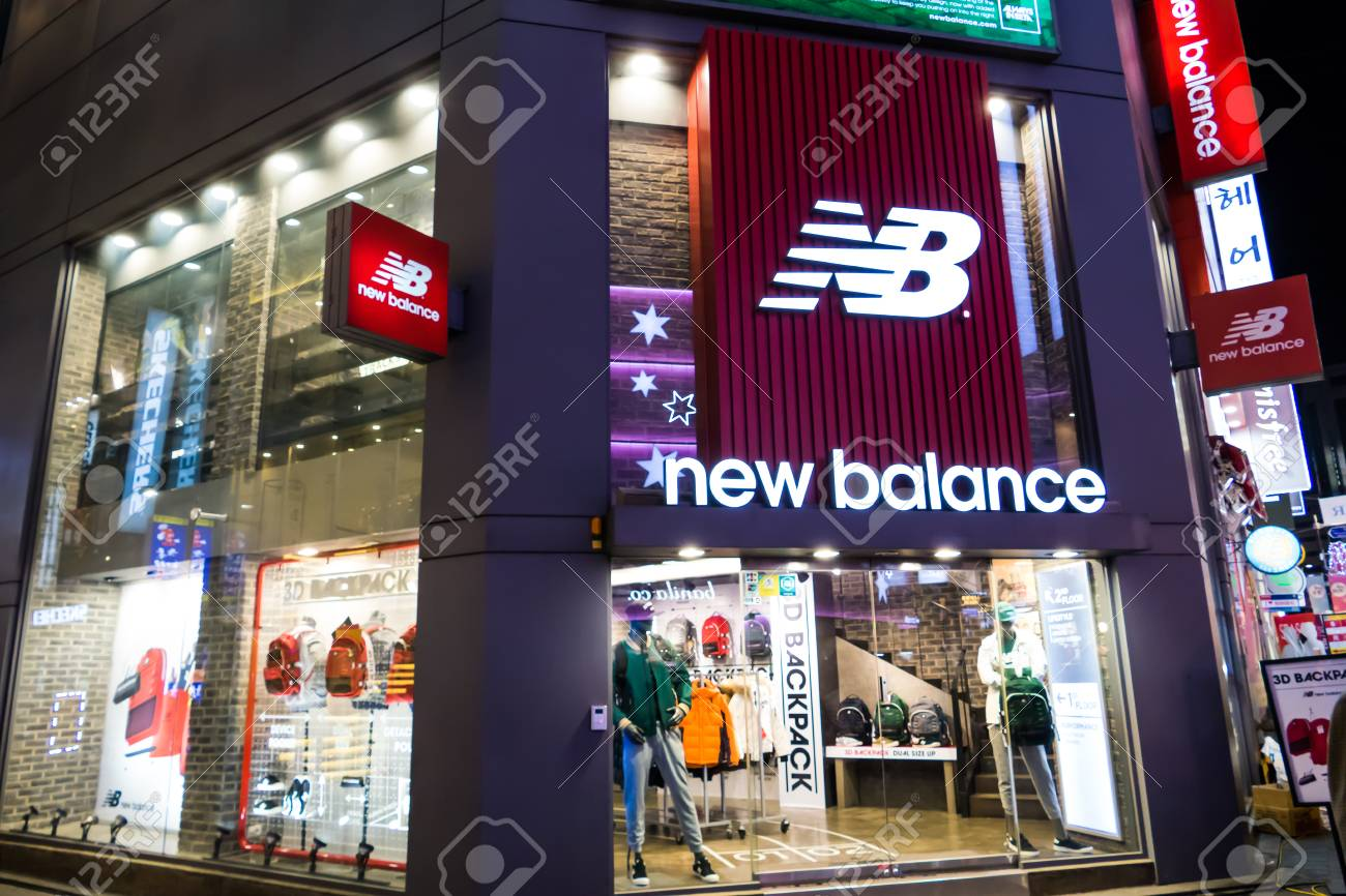 Mierda Suposiciones, suposiciones. Adivinar Competir  SEOUL - JANUARY 30: New Balance At Myeongdong Market Shopping.. Stock  Photo, Picture And Royalty Free Image. Image 53736528.