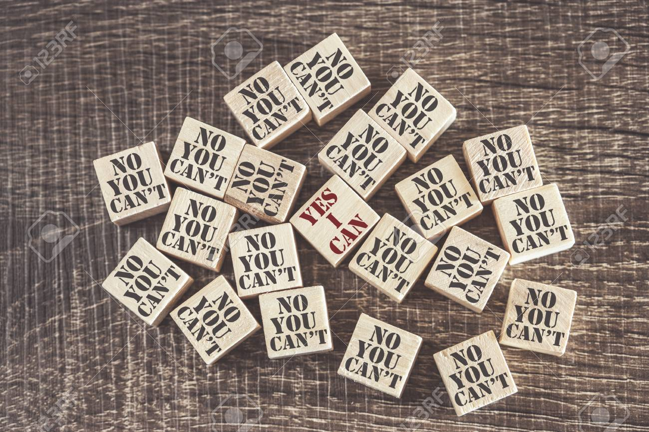 Concepto De Autoconfianza Y Actitud Positiva Con Sí Puedo Contra Frases Que No Puedes Sobre Bloques De Madera