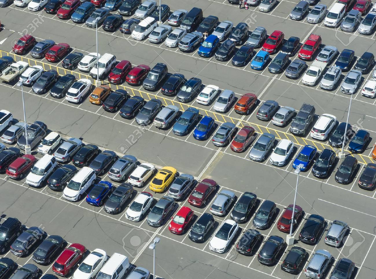 Aerial view of car park - 71117658