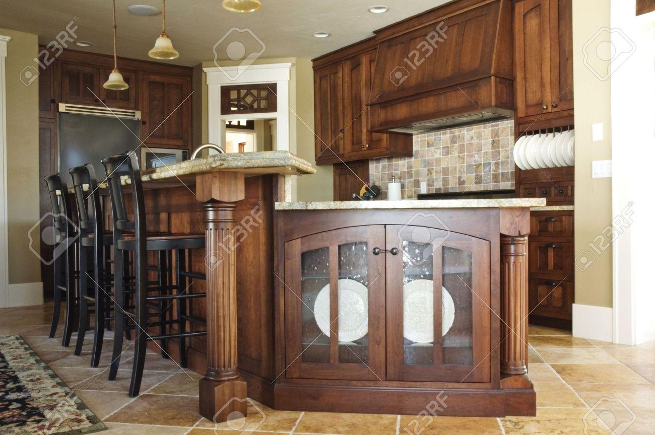 L'interno Di Una Cucina Rustica Paese Con Un Elegante Con Stufa ...