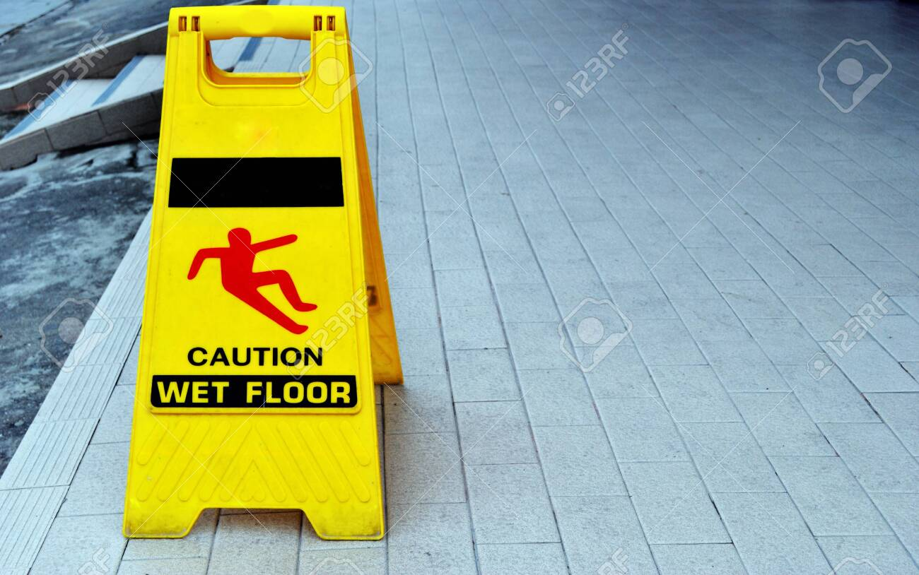 Yellow warning sign that says that the floor is slippery. - 126645698