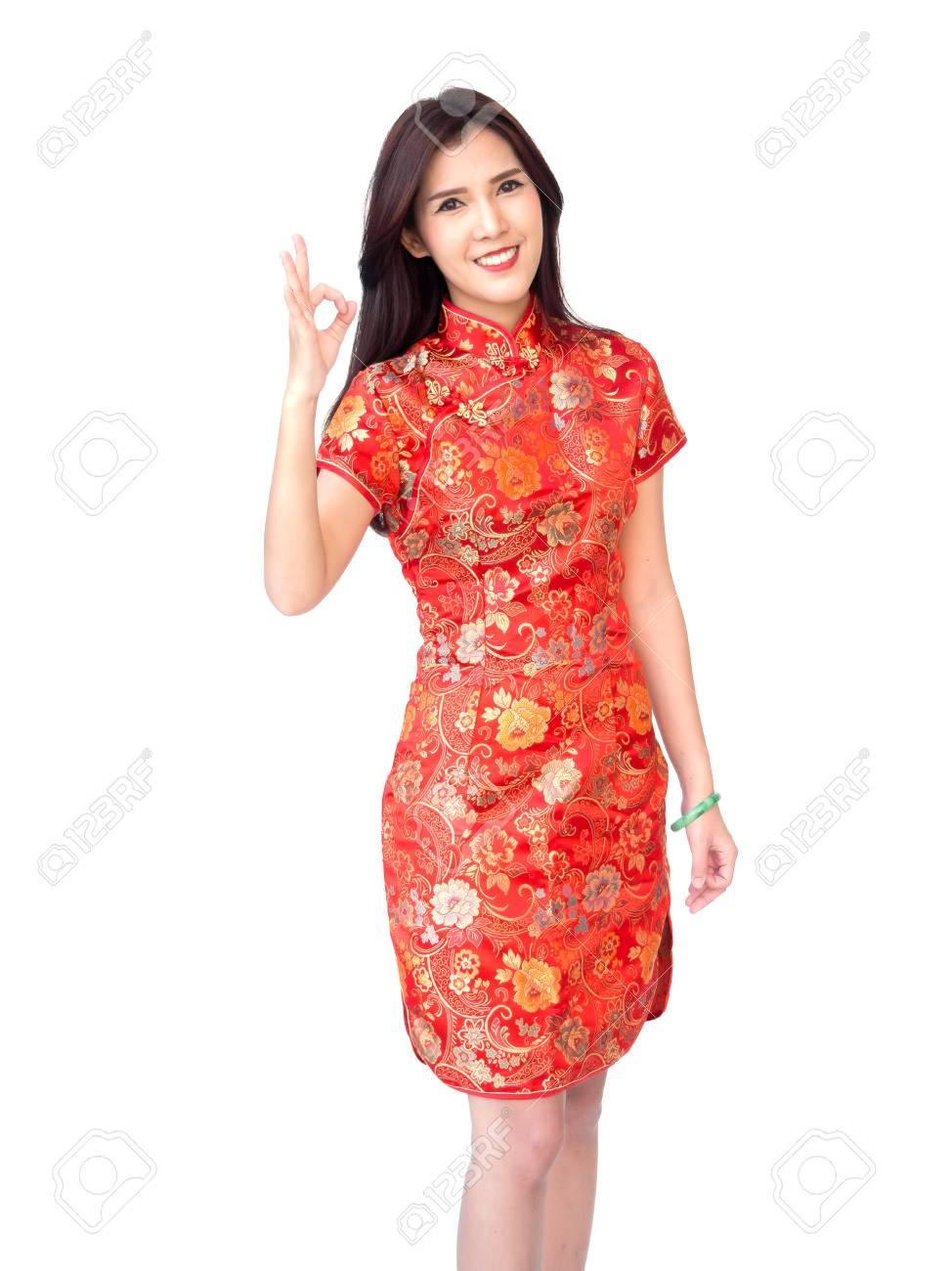 Concept De Femme De Nouvel An Chinois Femme Asiatique Isolee Vetue D Une Robe Rouge Cheongsam Avec Ok Doigt Agissant Banque D Images Et Photos Libres De Droits Image 87787498