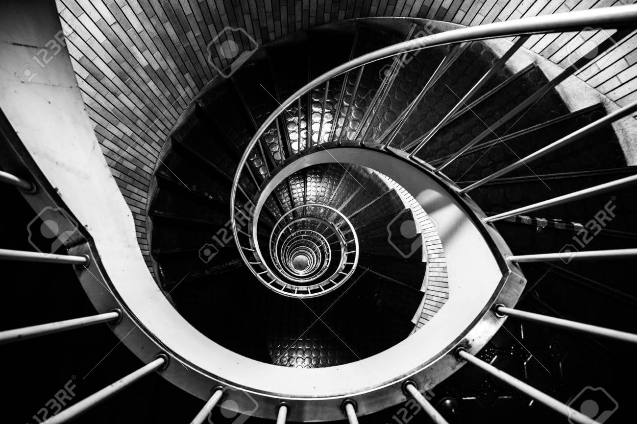 Ginza Escaleras En Espiral Tokio Japon Fotos Retratos Imagenes Y - Escaleras-en-espiral