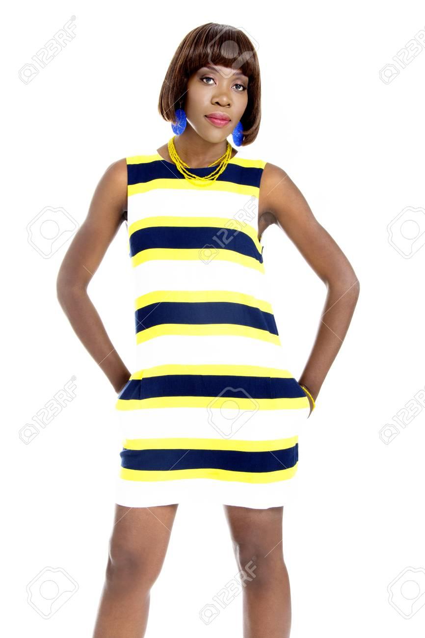 Africaine Jeune De Robe Rayures Casualisolé Tlkc1fj3 À Vêtus Femme Belle 6Ybf7yvg
