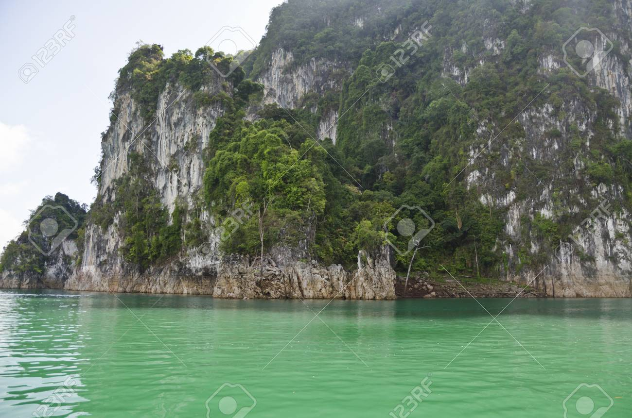 Beautiful high mountains and green river in the morning at Ratchaprapha Dam, Khao Sok National Park, Surat Thani Province, Thailand   Guilin of Thailand Stock Photo - 21571848