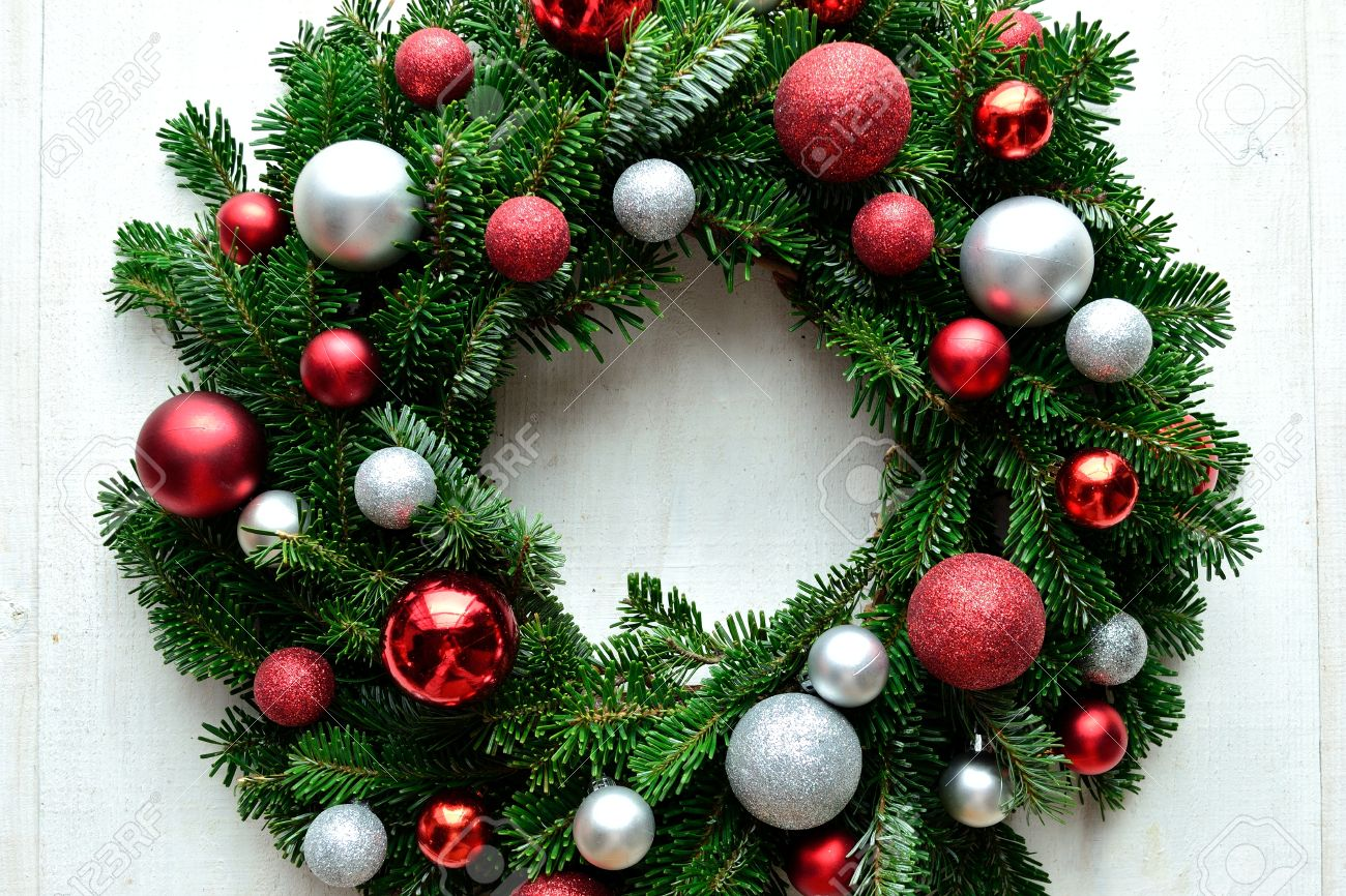 Christmas wreath ornaments - Red And Silver Ornament Balls Christmas Wreath Stock Photo 34002537