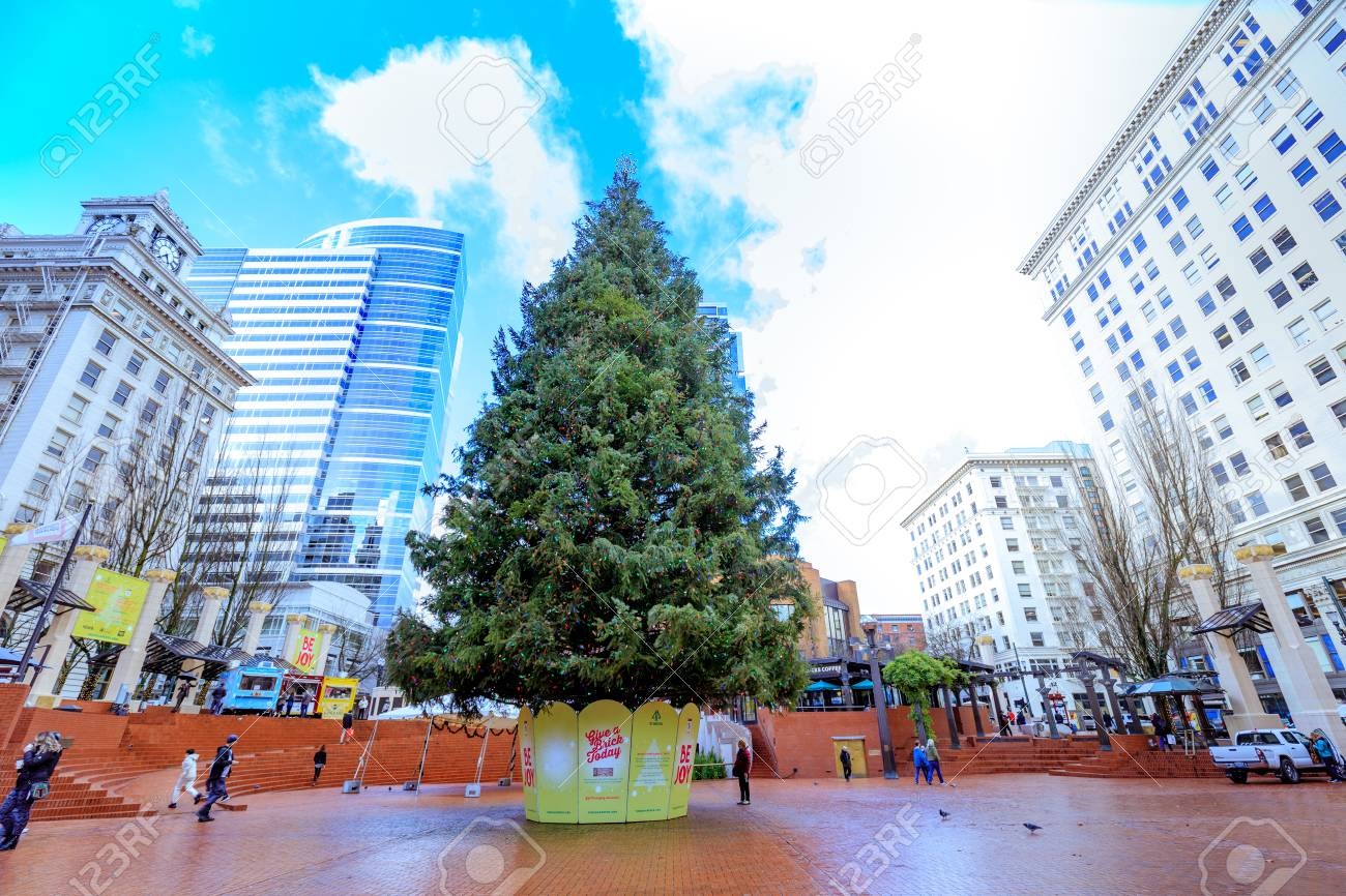 Portland Christmas Tree.Portland United States Dec 21 2017 Christmas Tree At Pioneer