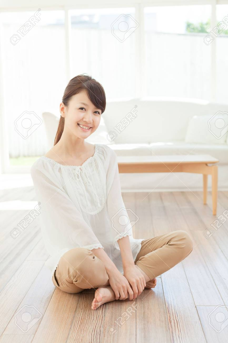 Beautiful young woman relaxing in the room Stock Photo - 16569583