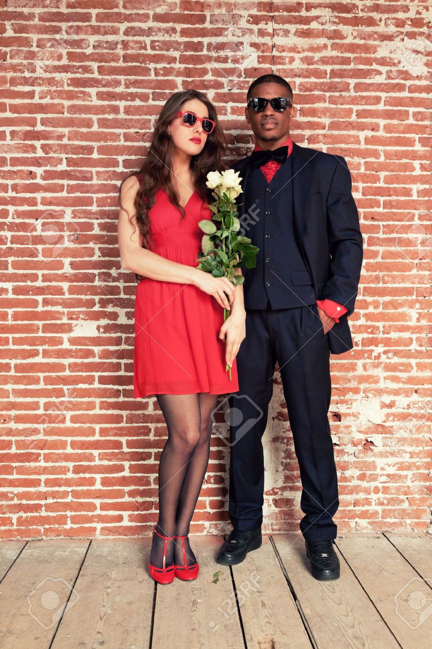 Black dress prom couples with red