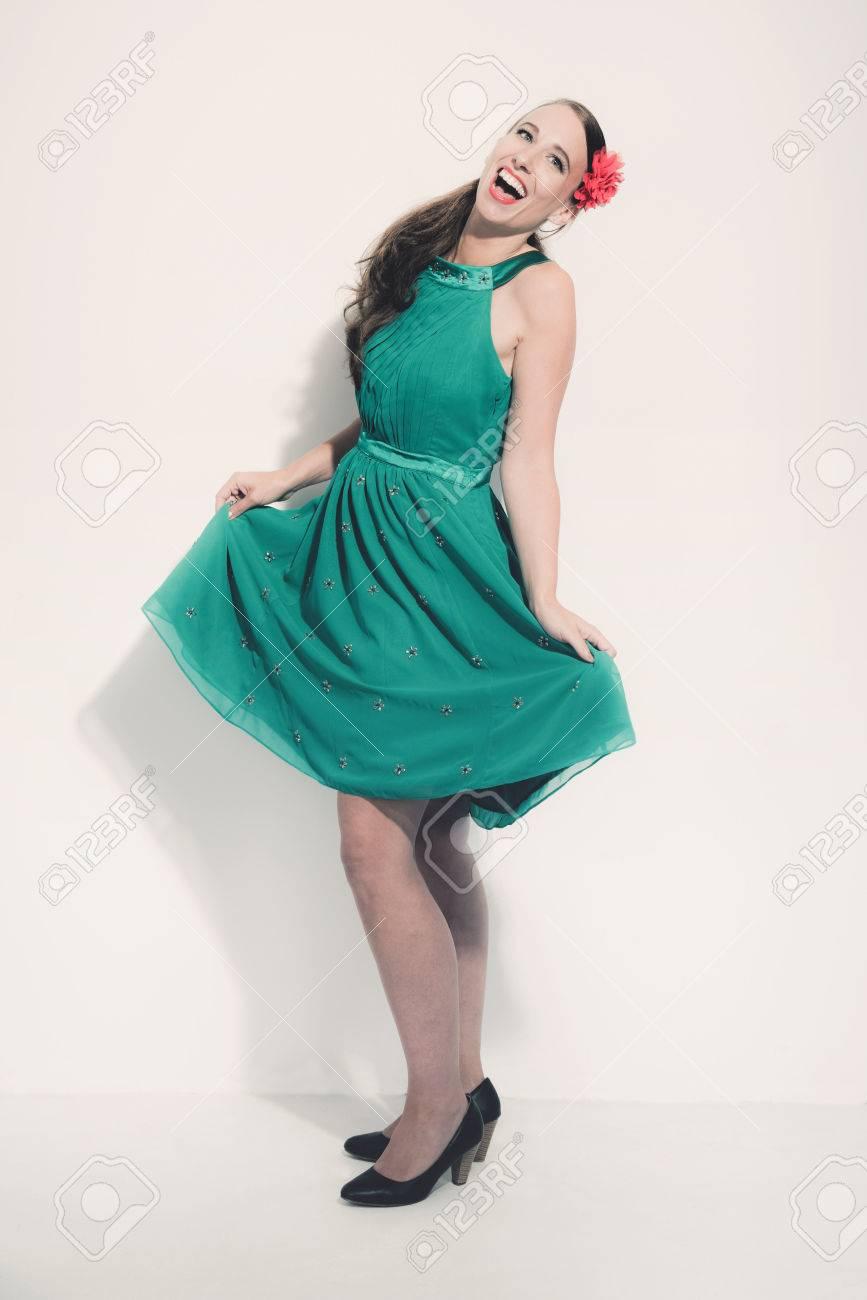 piuttosto fico prodotto caldo top design Immagini Stock - Cinquanta Retro Bruna Moda Donna Che Indossa ...