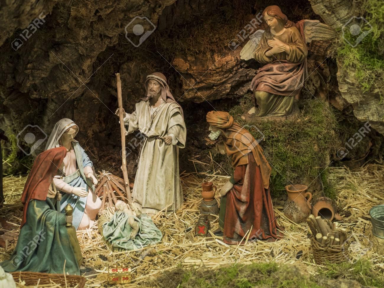 Immagini Natalizie Con Presepe.Presepe Di Natale Con Giuseppe Maria Il Bambino Gesu E I Re D Oriente