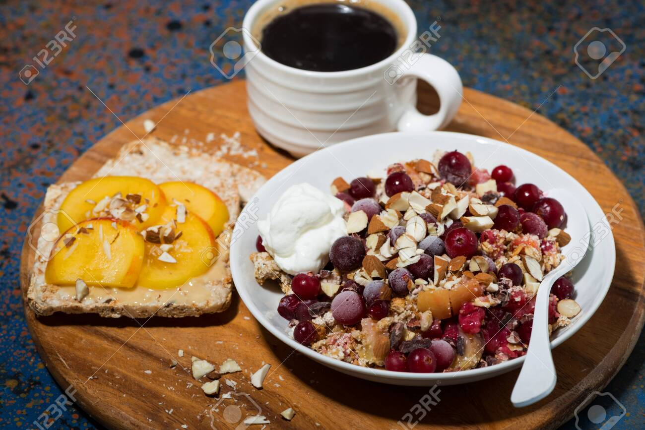 crumble with fresh berries, toast and coffee - 128703564