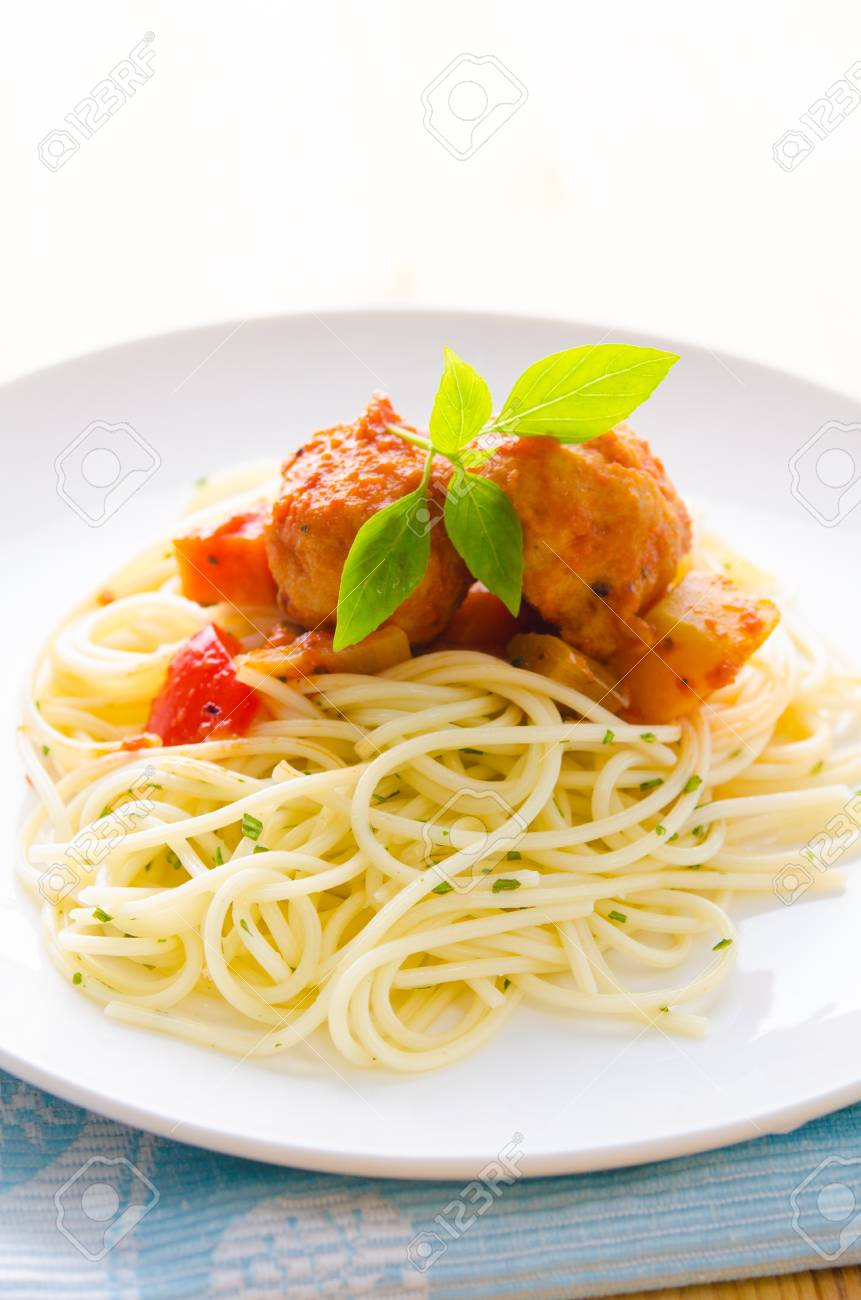 tasty looking spaghetti bolognese Stock Photo - 16137893