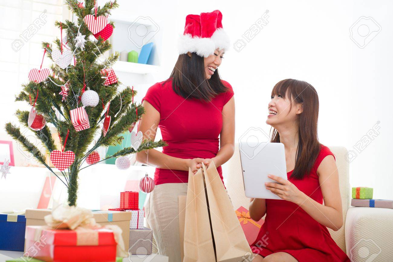 Asiatische Mädchen Weihnachten Online-Shopping Lizenzfreie Fotos ...
