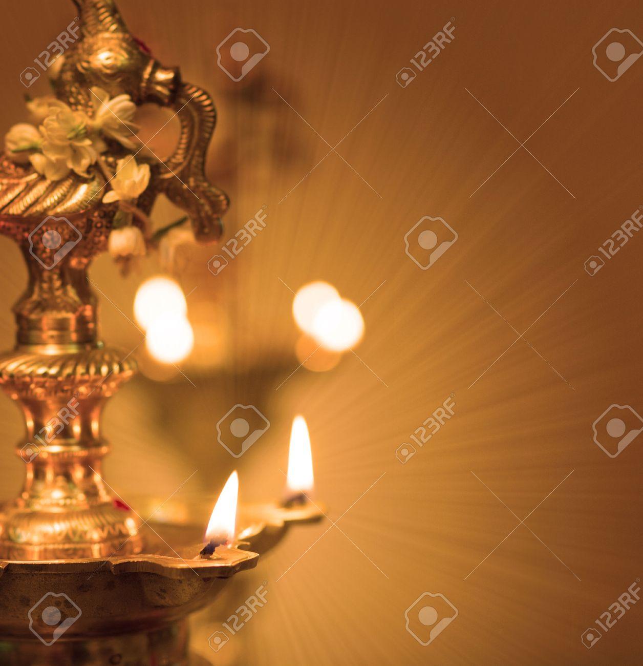 Lampe A Huile Indienne Diwali Avec Un Fond Traditionnel Banque D