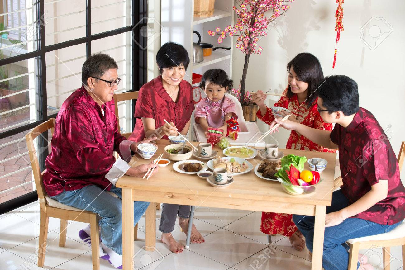 Chinese new year reunion dinner, part of Chinese culture to gather during eve Stock Photo - 42848994