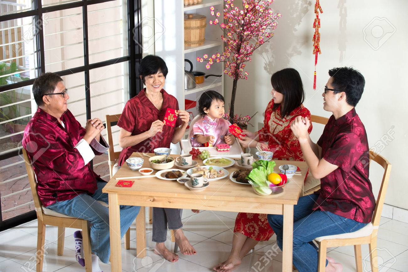 Chinese new year reunion dinner, part of Chinese culture to gather during eve Stock Photo - 42849007