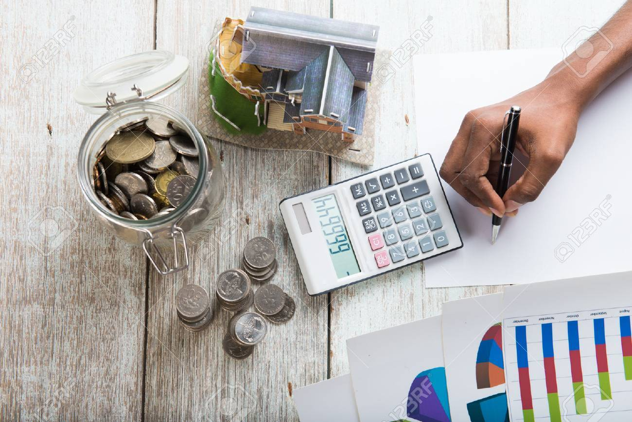 hands calculating home mortgage concept photo Stock Photo - 53708924
