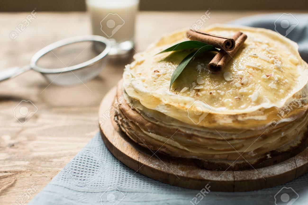 Hohe Pfannkuchen Kuchen Mit Sussen Quark Creme Lizenzfreie Fotos