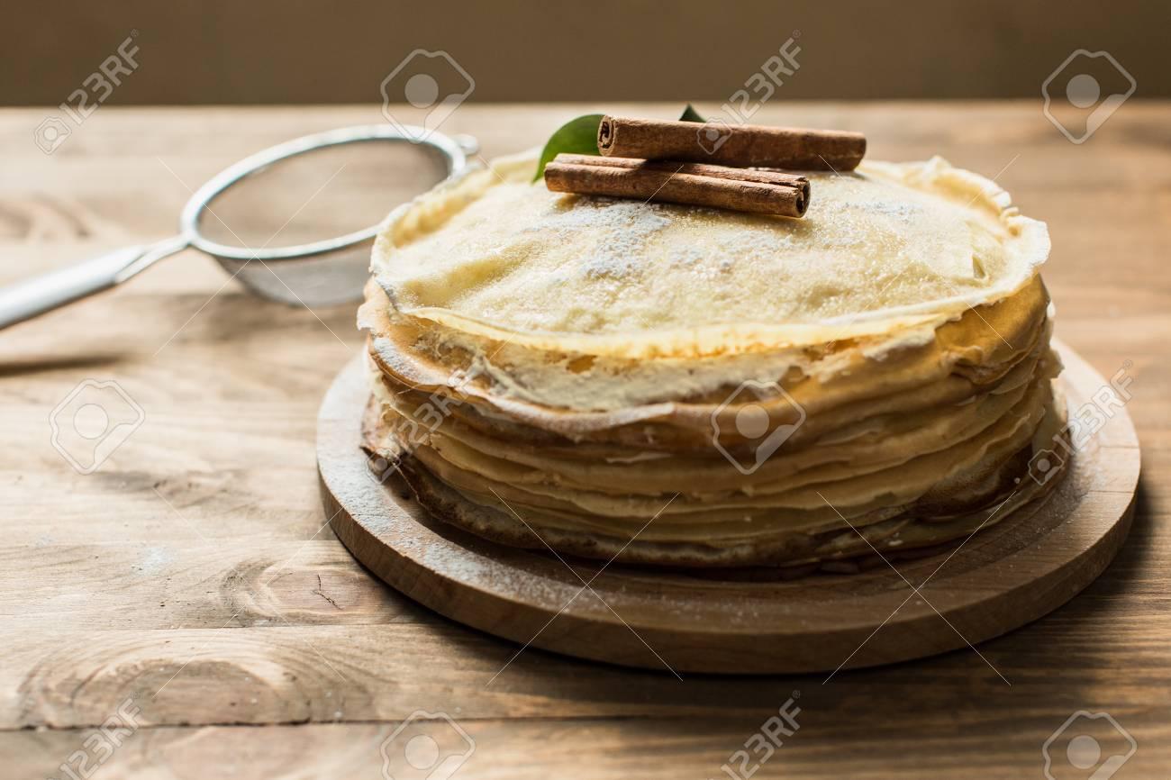 Hohe Pfannkuchen Kuchen Mit Sussen Quark Creme Fur Faschings