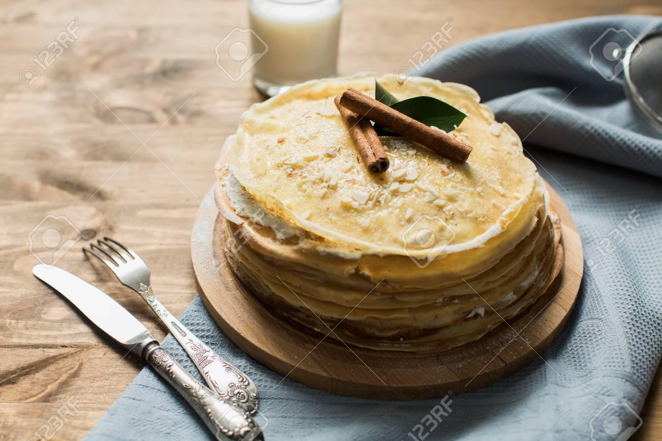 Hoher Kuchen Von Pfannkuchen Mit Susser Quarkcreme Fur Shrovetide