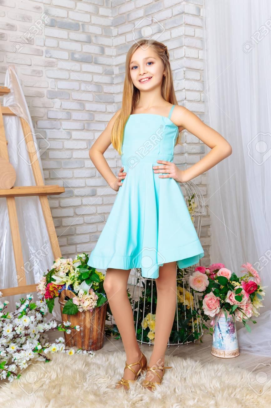 Vestido azul aqua maquillaje
