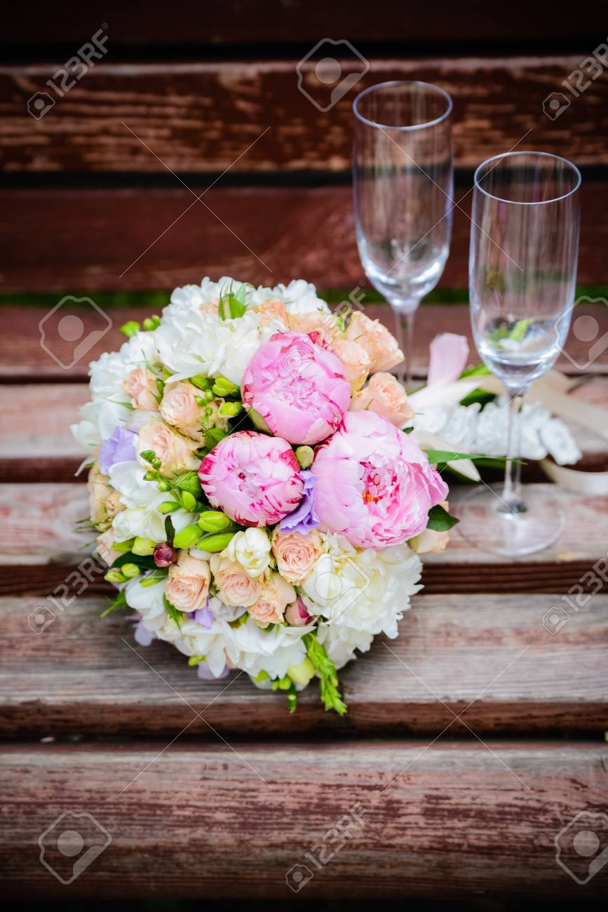 Hochzeit Blumen Und Glas Lizenzfreie Fotos Bilder Und Stock