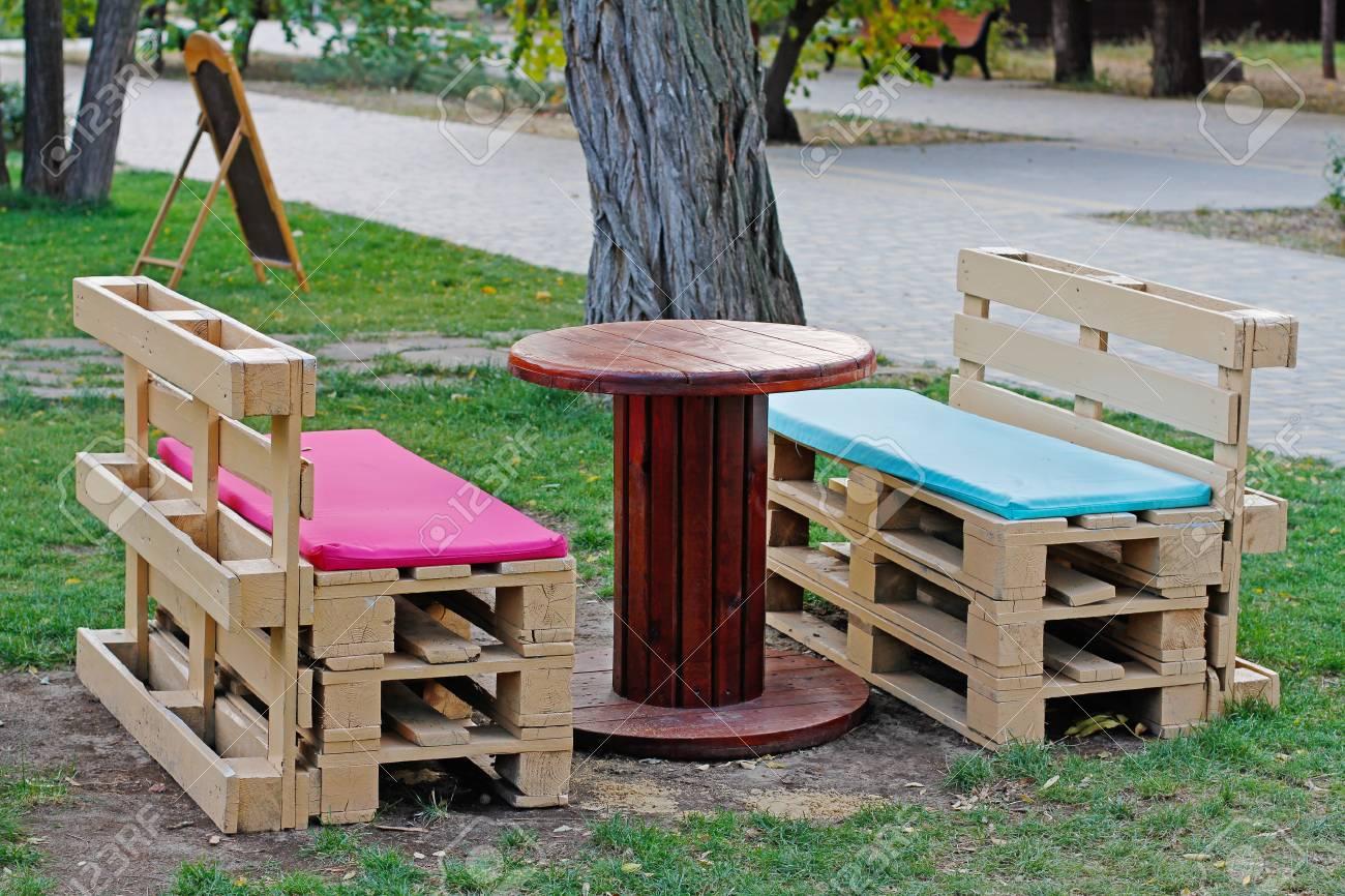Bevorzugt Holzbank Hergestellt Von Den Paletten Für Das Sitzen Mit Der CQ25