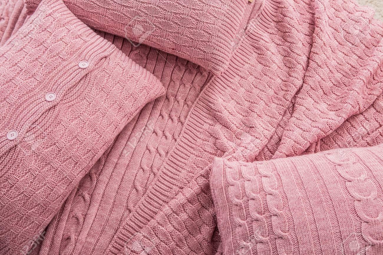 Colcha De Punto A Cuadros Con Almohadas Con Textura Rosa En