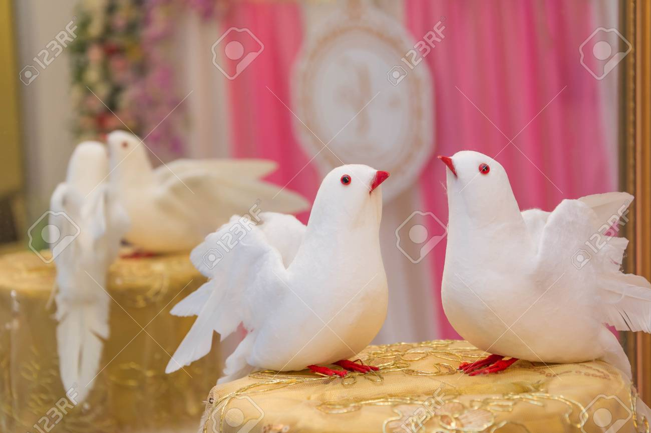 Dove Statue Decoration For Wedding Ceremony Stock Photo, Picture And ...