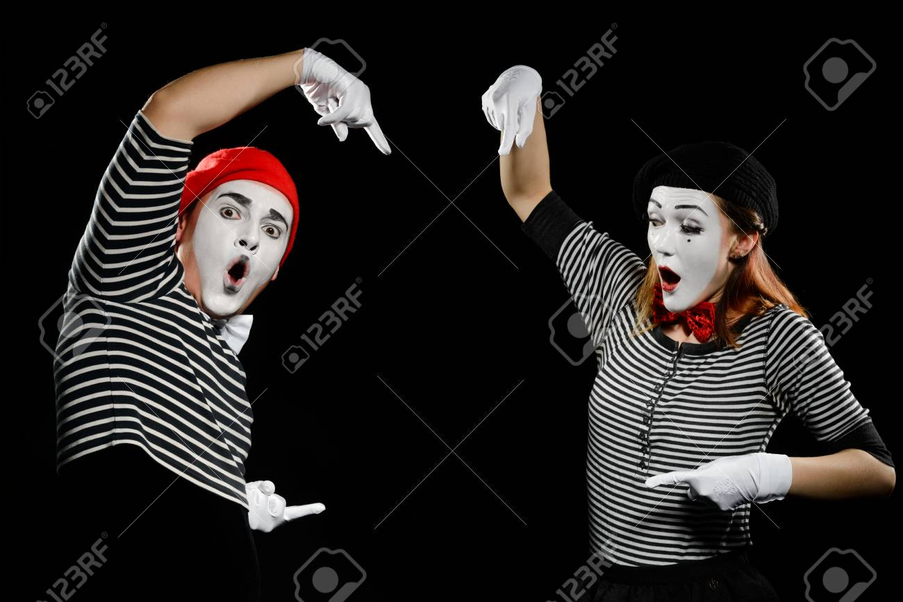 Mimes points at something invisible - 110398392