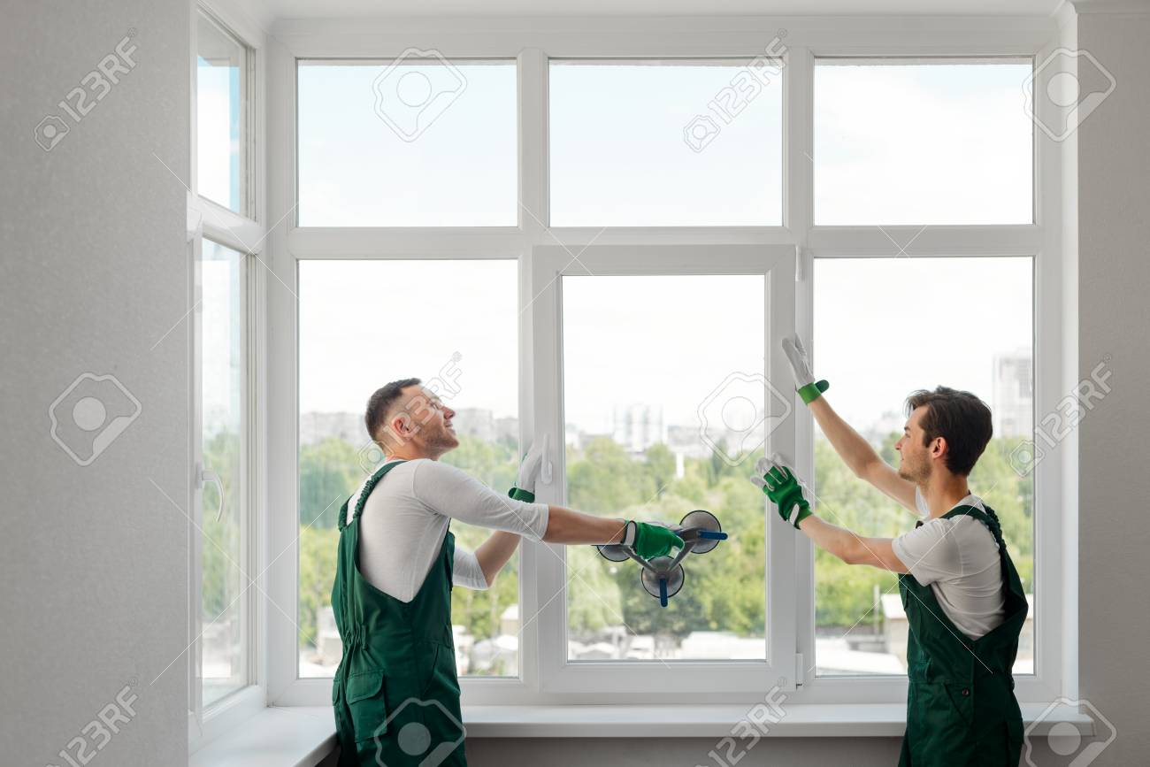 Two window installers - 112841582