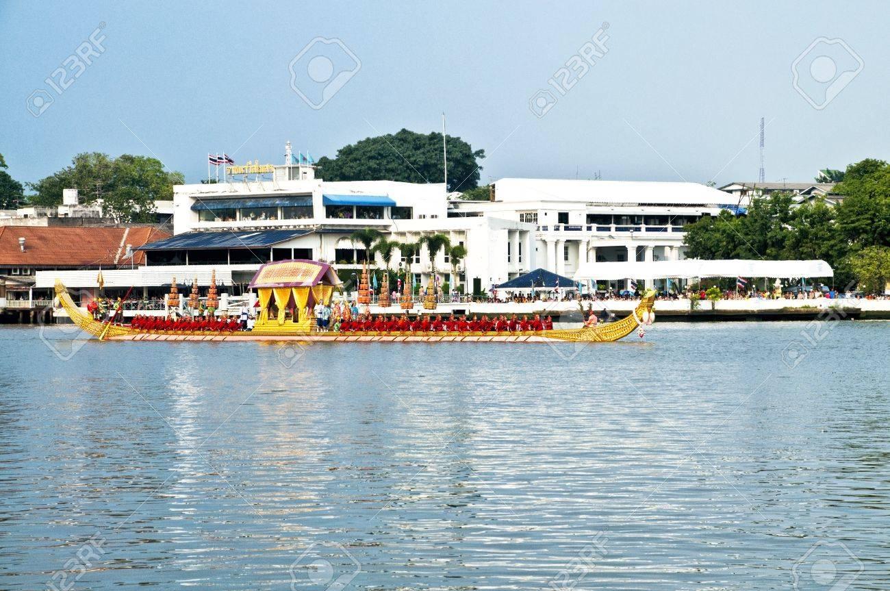 BANGKOK,THAILAND - NOVEMBER 06:The Royal Barge Procession Exercises on the occasion for Royal Kathin ceremony which will take place at Wat Arun Ratchavararam,Novem ber 06,2012 in Bangkok,Thailand. Stock Photo - 16309655